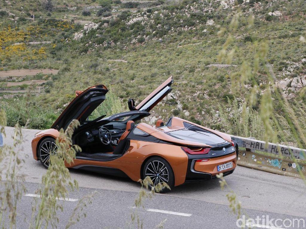 Harga i8 Roadster Kemahalan, Ini Jawaban BMW