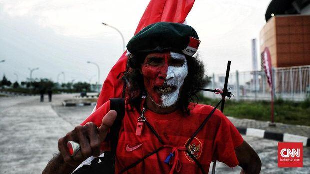 Kurniawan menjadi salah satu dari 7000 penonton yang hadir di Stadion Pakansari untuk mendukung Timnas Indonesia menghadapi Korea Utara.