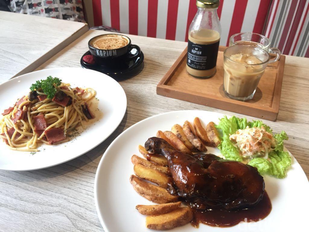 Kopium: Uniknya Kopi Creme Brulee dan Ayam Panggang Kopi di Kafe Kekinian Ini