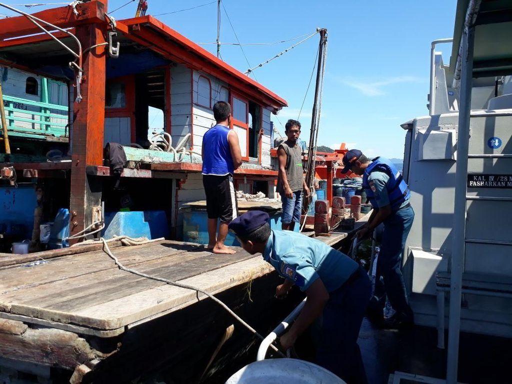 Pakai Trawl dan Surat Tak Lengkap, 2 Kapal Perikanan Ditangkap