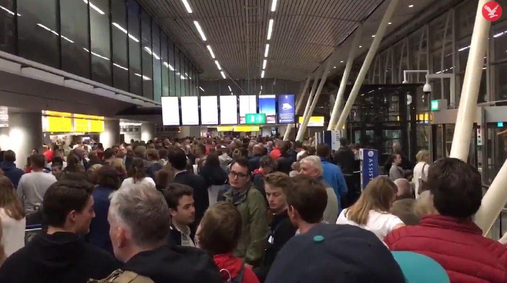 Suasana Saat Bandara Amsterdam Ditutup Sementara karena Mati Lampu