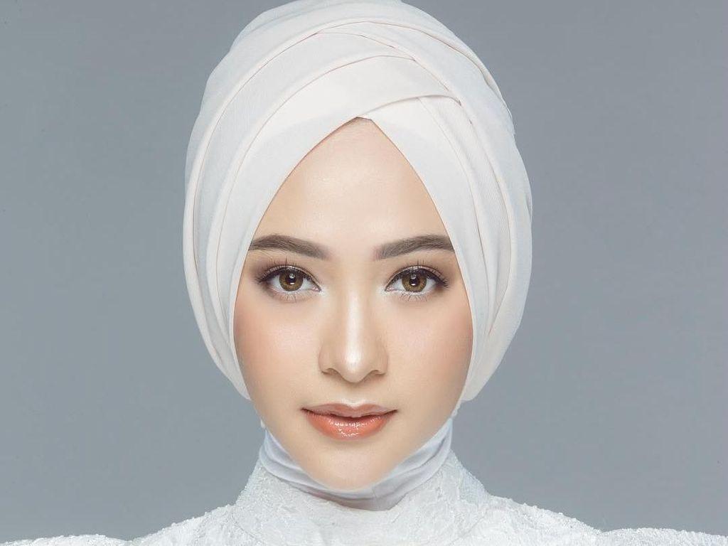 Poppy Bunga Makin Glowing Saat Hamil, Gaya Hijabnya Tetap Modis