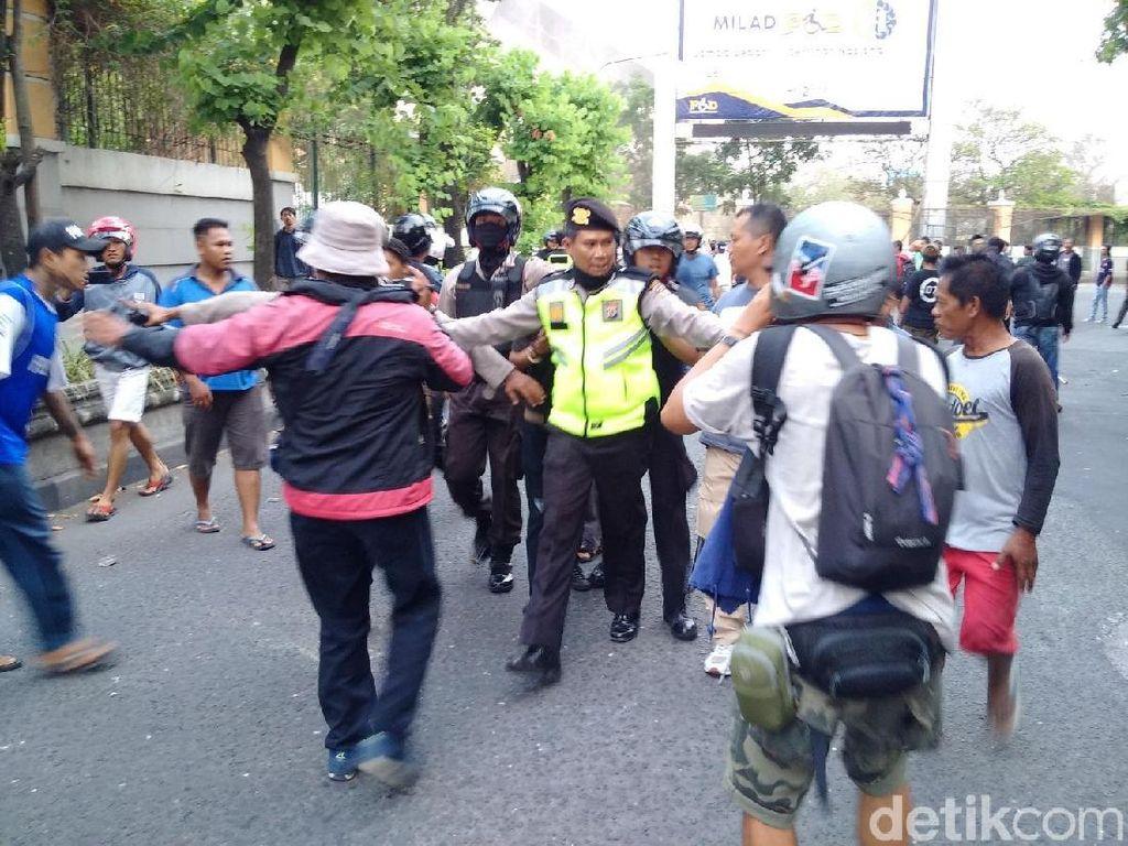 Polisi Tangkap 6 Aktivis Demo Ricuh di Simpang Tiga UIN Yogya