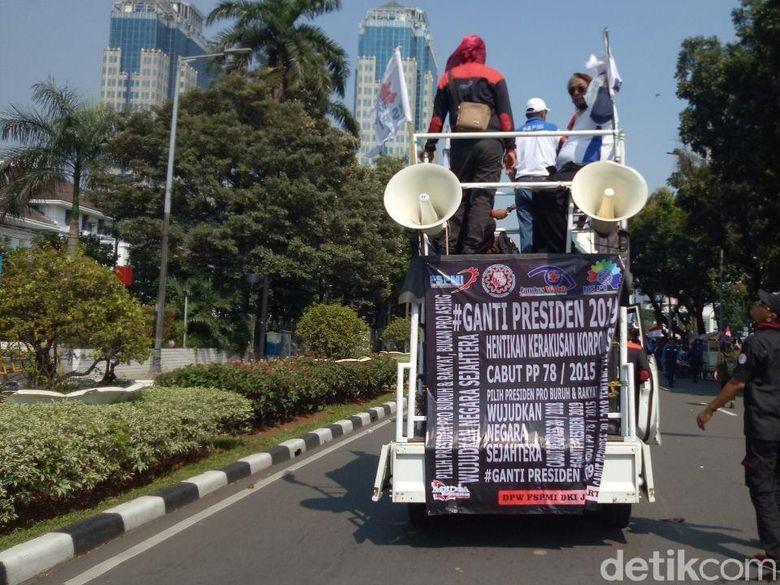 Spanduk #2019GantiPresiden Muncul di Aksi May Day Monas