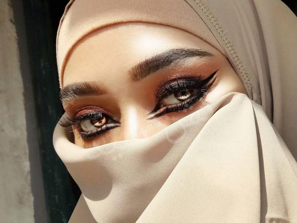 10 Gaya Beauty Vlogger Indonesia Bercadar yang Jadi Kontroversi