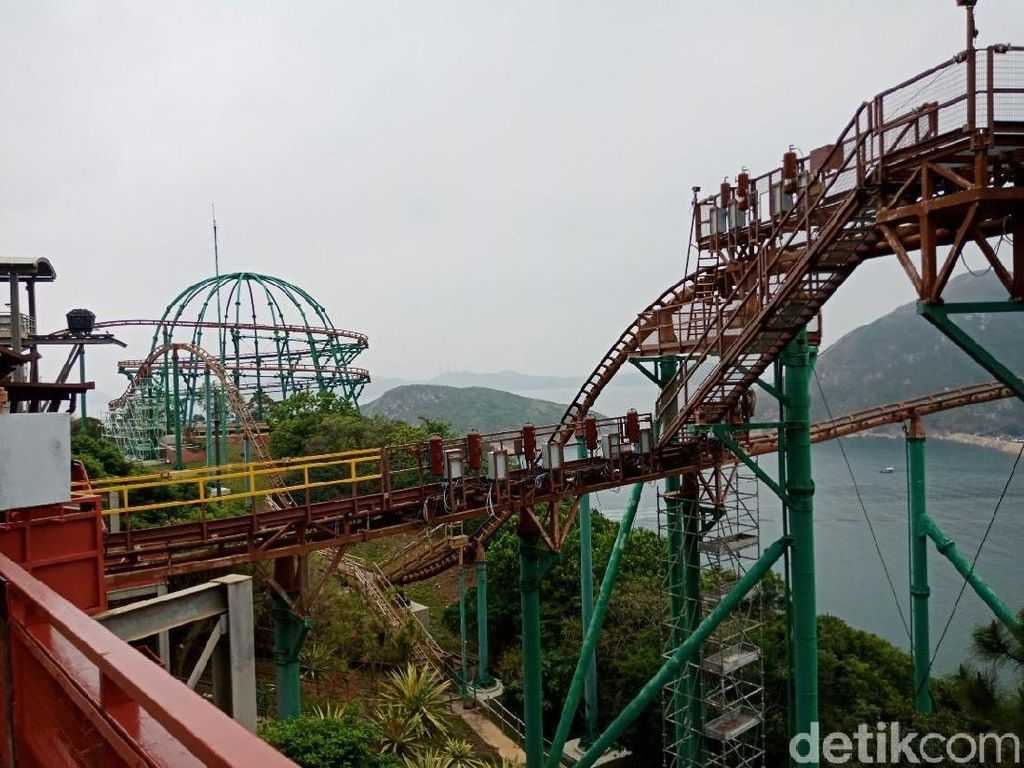 Uji Adrenalin Naik Roller Coaster VR di Hong Kong