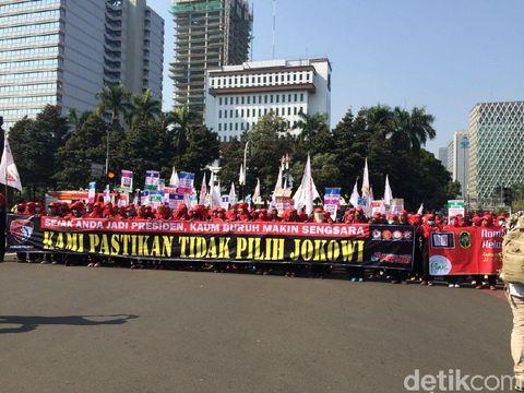Spanduk #2019GantiPresiden Muncul di Aksi Mayday Monas