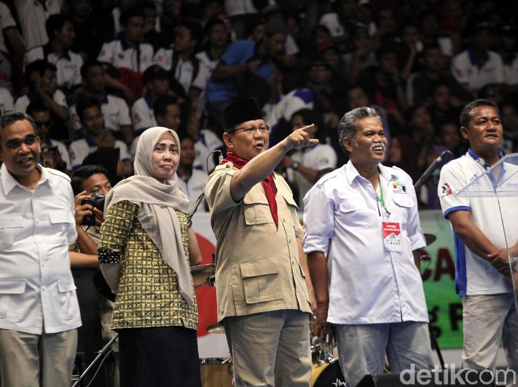 Pekikan Takbir Prabowo Usai Dapat Dukungan Massa Buruh