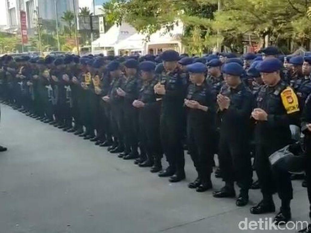 300 Brimob Lantunkan Asmaul Husna saat May Day di Makassar