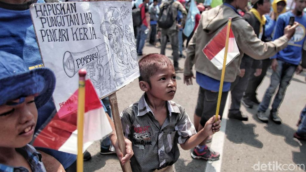 Anak-anak Ikuti May Day