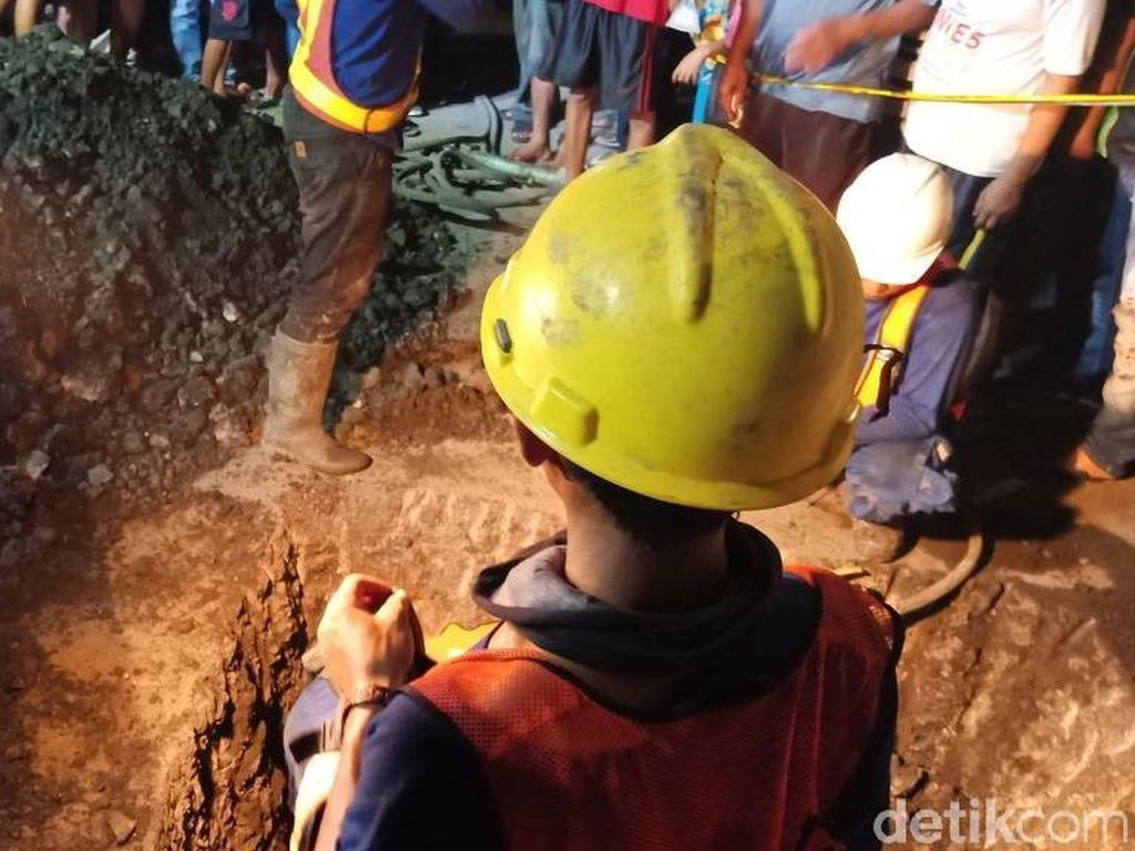 Ada 4 Pekerja Saat Gorong-gorong Amblas, Tarno di Dalam Lubang