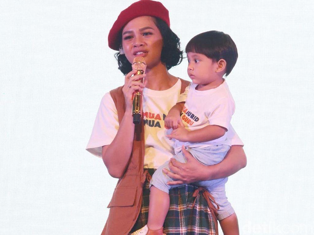 Cerita Andien Aisyah Kesampaian Kunjungi Panti Jompo