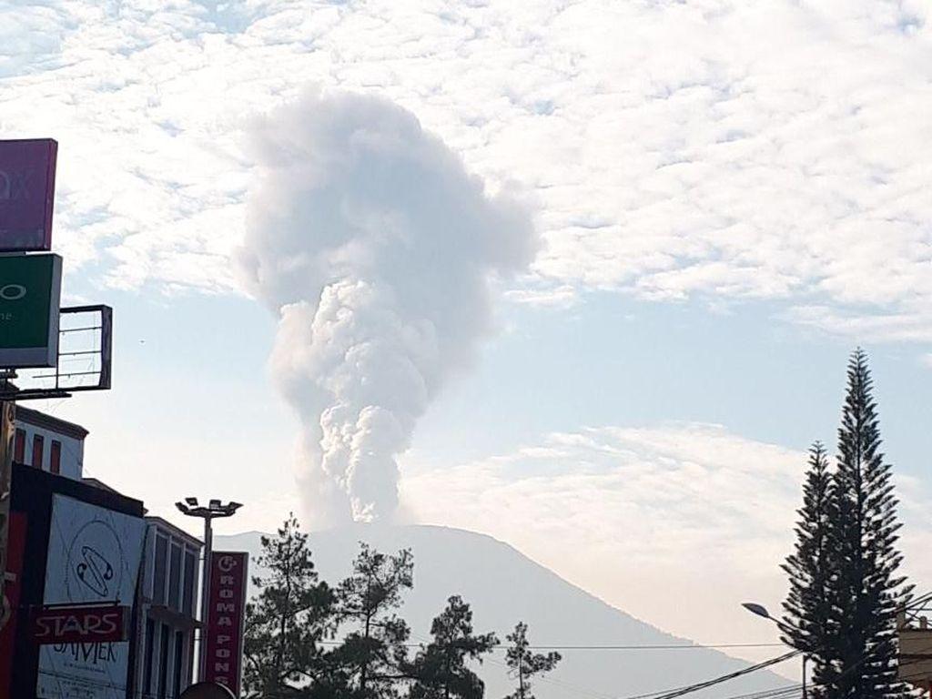 Gunung Marapi di Sumbar Erupsi, Abu Letusan Membubung 4 Km