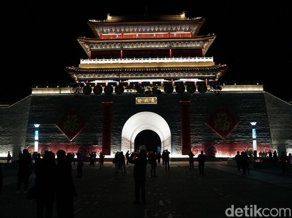 Penampakan Tembok Besar China Saat Malam, Cantik Juga!