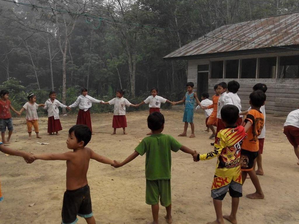 2 Guru SD di Suku Pedalaman Riau Hanya Tamatan SD