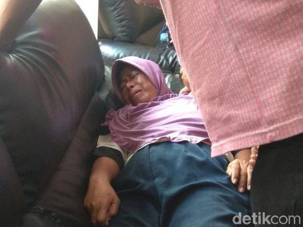 Kelelahan, Orang Tua Bocah yang Tewas di Monas Pingsan