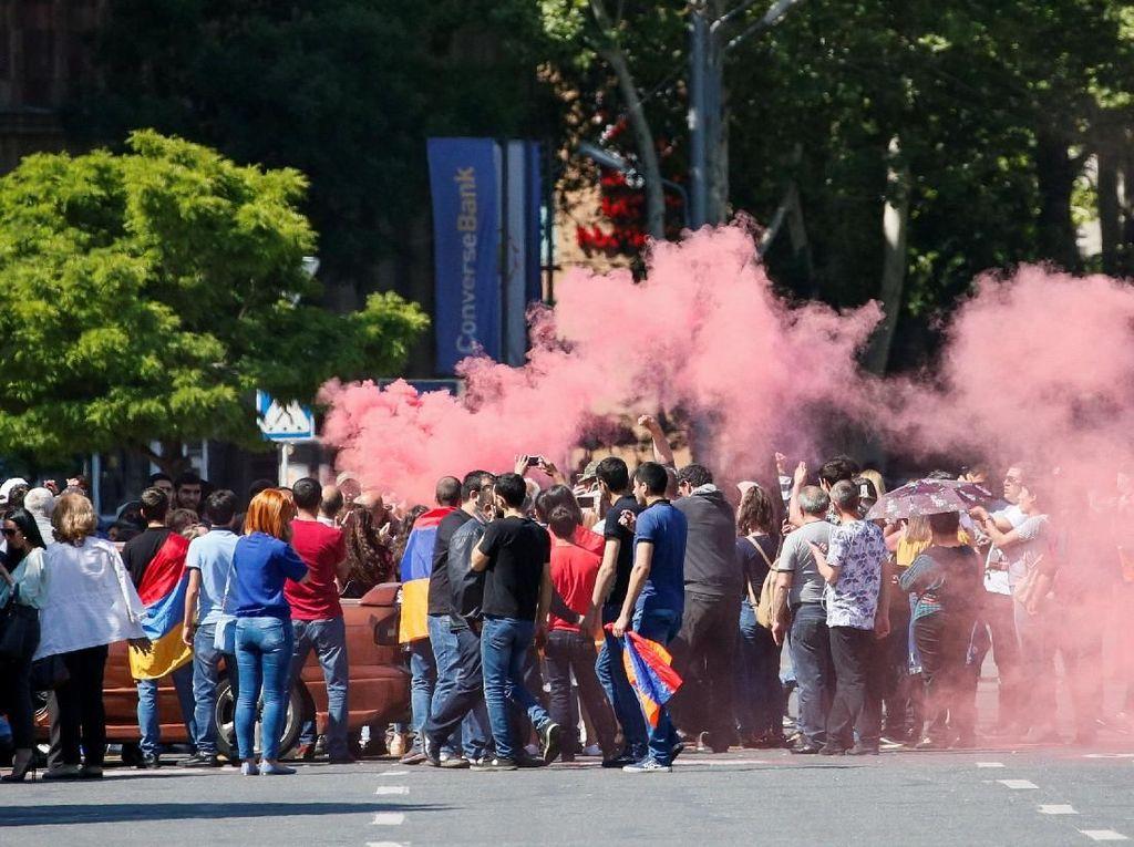 Puluhan Ribu Warga Armenia Berdemo, Lumpuhkan Ibu Kota Yerevan