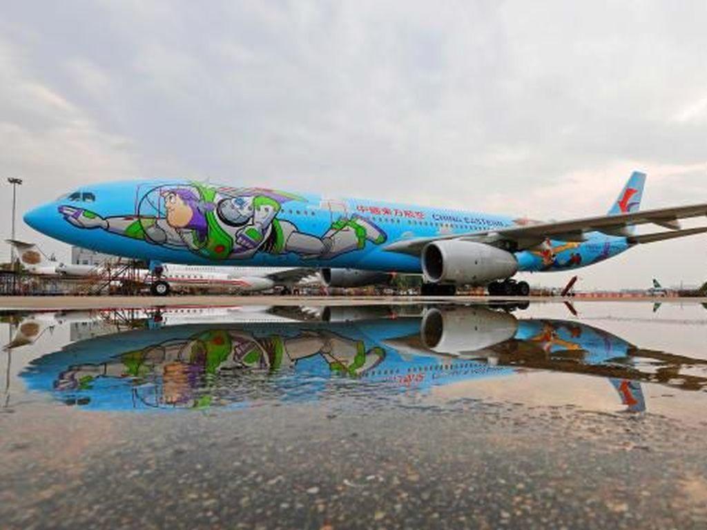 Lucu Nih, Ada Pesawat Bertema Kartun Toy Story