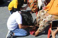 Ritual ini pun punya makna jasih sayang antara ibu dan anak (dok Pemkab Halmahera Barat)