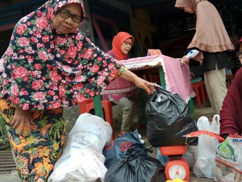 Yuk Lihat TK yang Bayar Biaya Sekolahnya Pakai Sampah