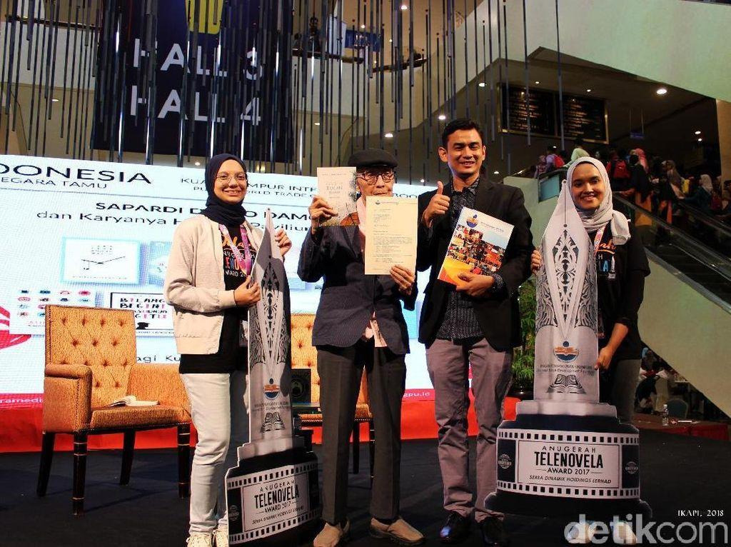 Sapardi Djoko Damono hingga Pidi Baiq Raih Anugerah Buku ASEAN