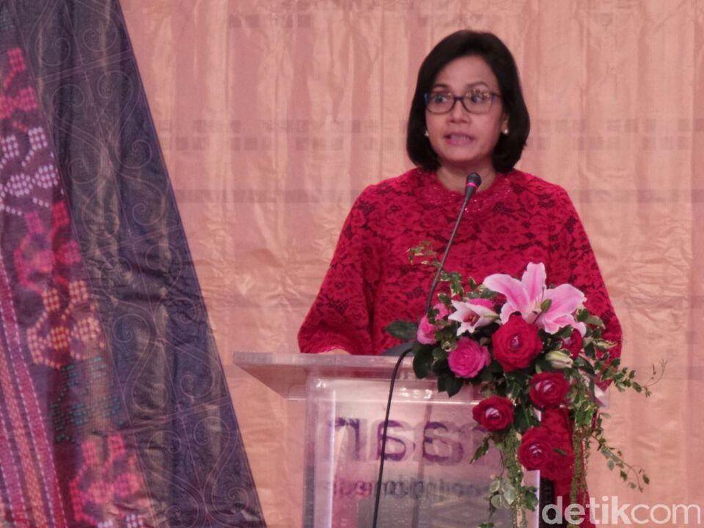 Berkebaya Merah, Sri Mulyani Buka Bazar Rakyat di Kemenkeu