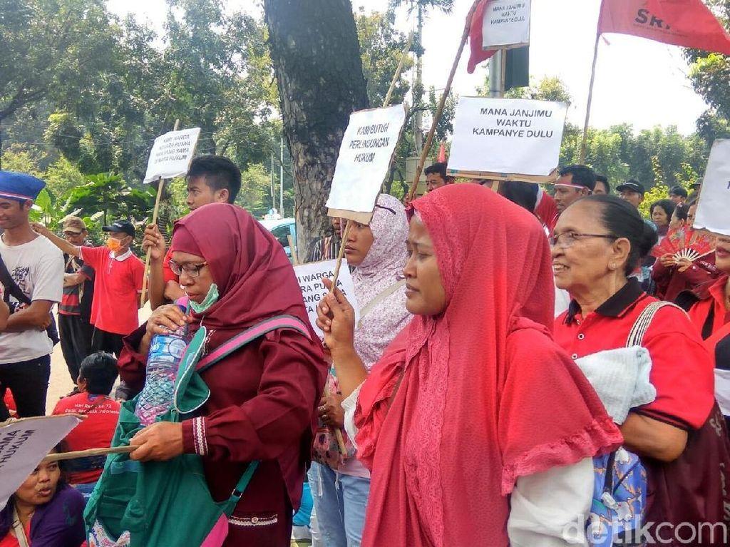 Tolak Relokasi ke Rusun, Ibu-ibu Taman Kota Mendemo Anies-Sandi