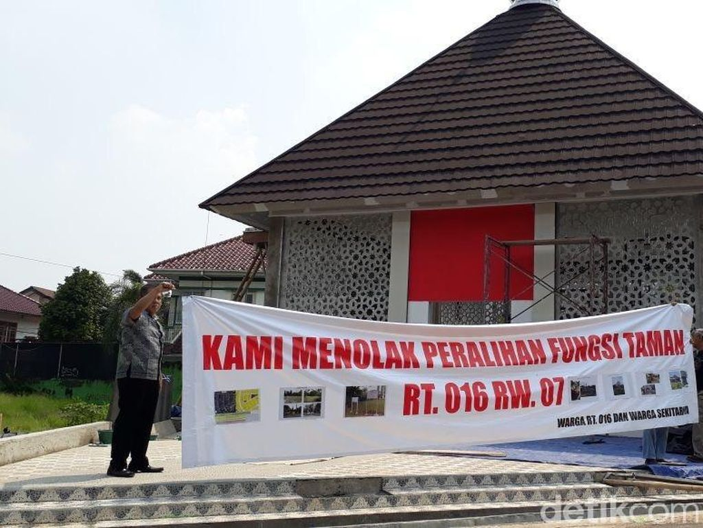 Warga Minta Pemkot Jaktim Bongkar Bangunan Liar di Duren Sawit