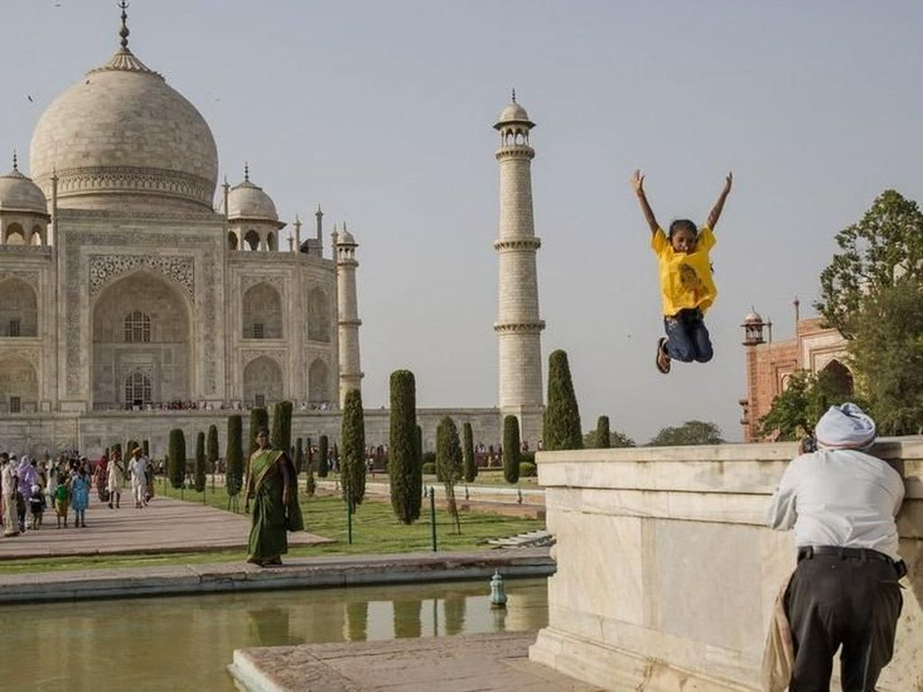 Foto: Berubah Warna, Kecantikan Taj Mahal Mulai Pudar