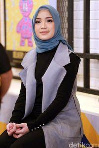Chacha Frederica tak mengubah pertemanan meski telah mengenakan hijab.