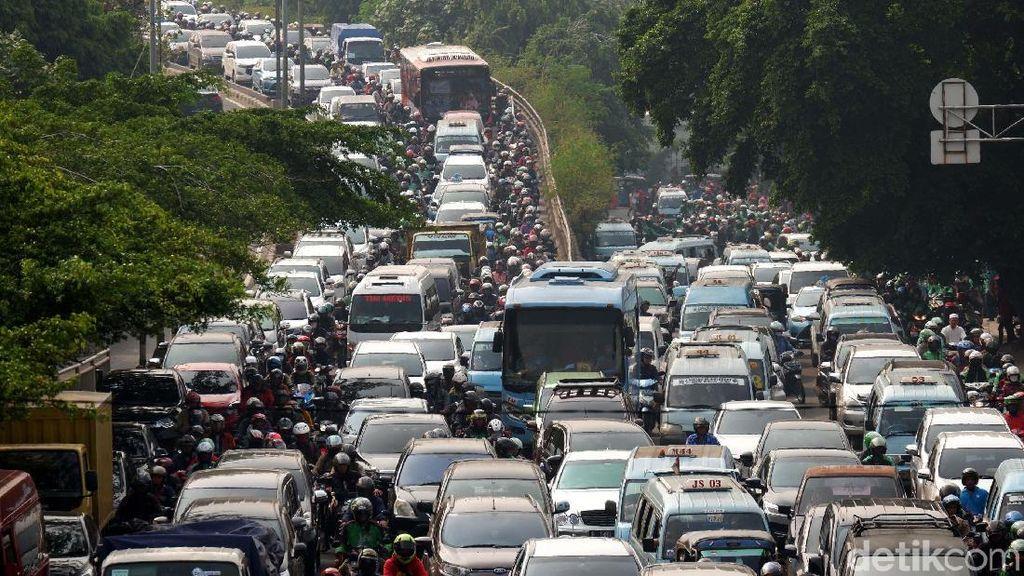 Kemacetan Menggila di Jalan Abdullah Syafei Tebet