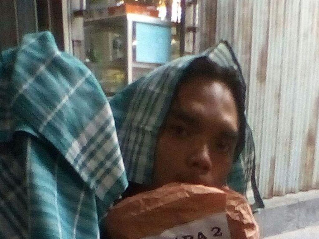 Juara II Lomba Baca Puisi Pemprov Banten, Noval Dihadiahi Serbet