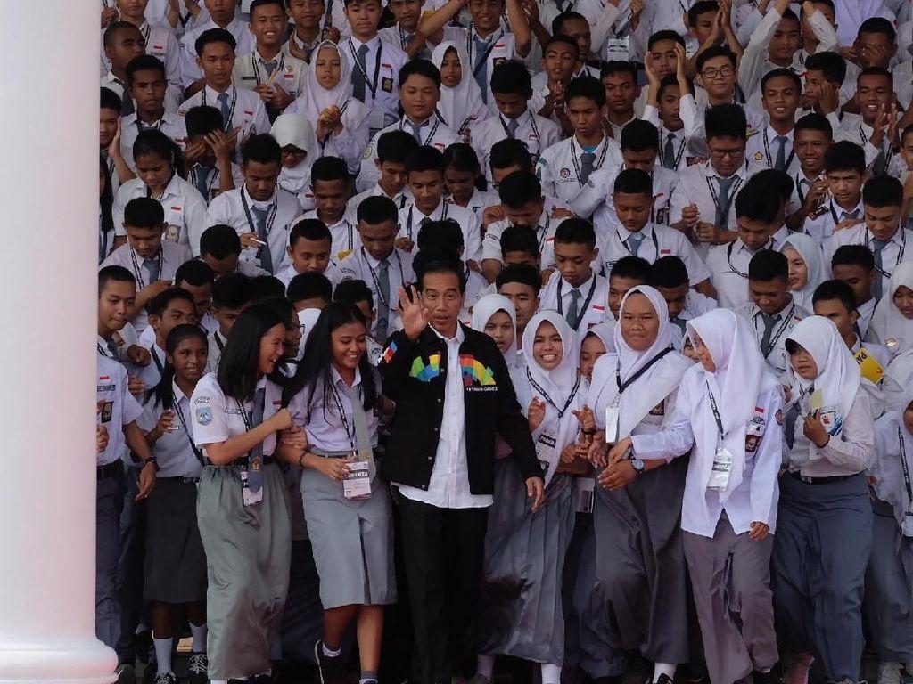 Jokowi Kenalkan Sejarah dan Rusa di Istana Bogor ke OSIS SMA