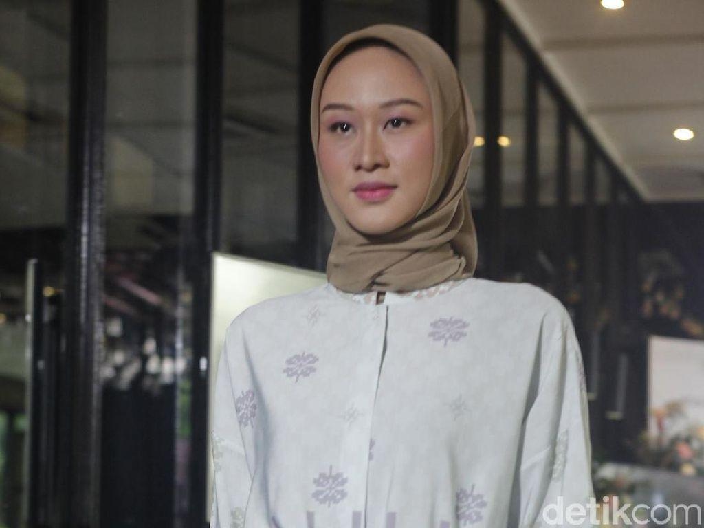 Ria Miranda Rilis Koleksi Baju Ramadan yang Cocok untuk Ibu Muda