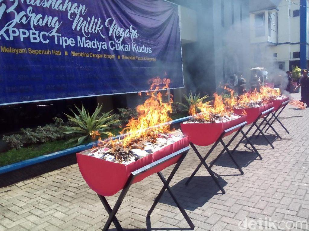 11 Juta Batang Rokok Ilegal Dimusnahkan di Kudus