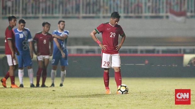 Septian David Maulana gagal mencewtak gol untuk Timnas Indonesia dari tendangan penalti.