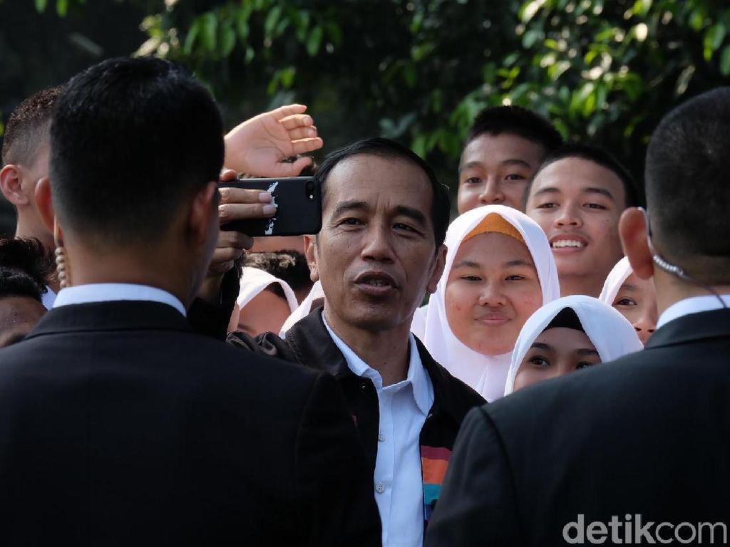 Di Istana Bogor, Jokowi Ajak Siswa OSIS SMA Nge-vlog