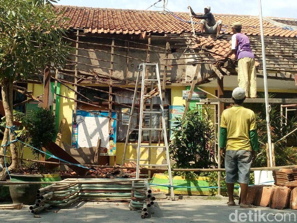 Atap SDN di Mojokerto Ambruk saat UNBK, Begini Kondisinya