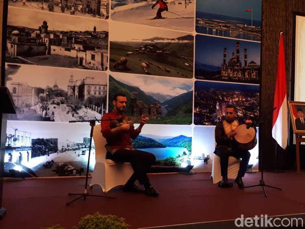 Riuhnya Perayaan Seabad Negara Api Azerbaijan