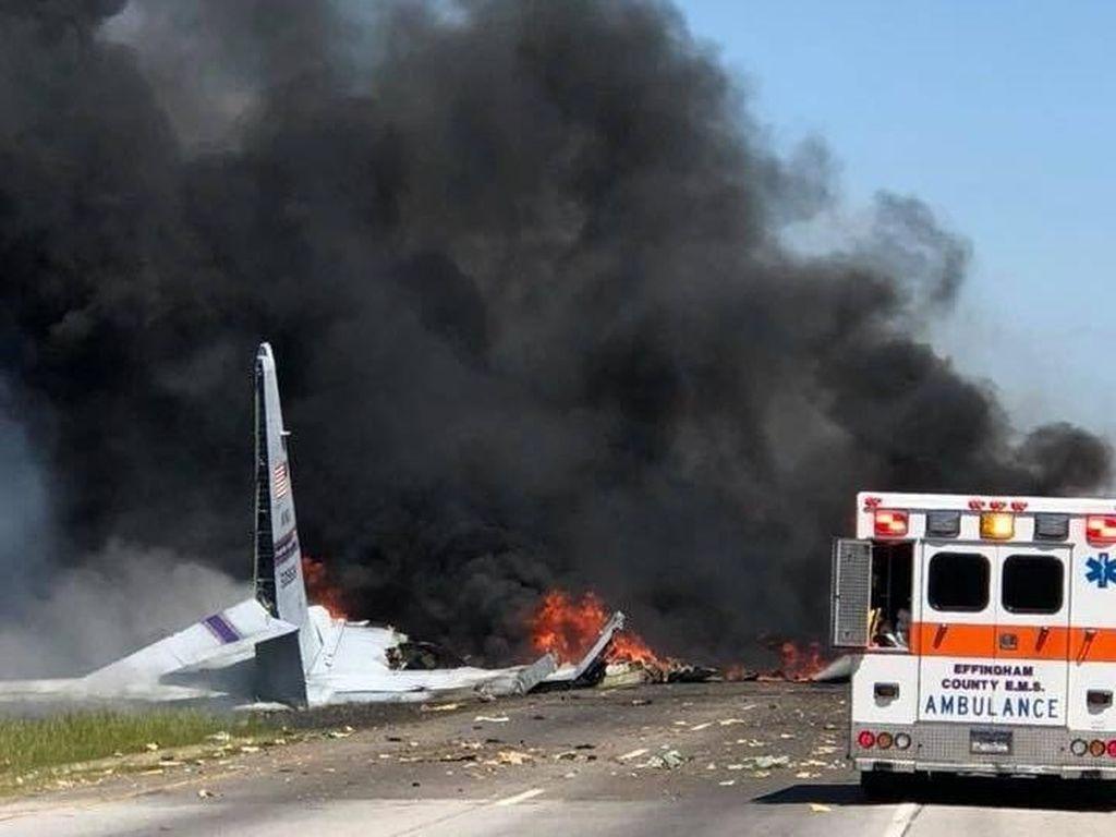 Pesawat Militer Jatuh Menghantam Jalanan Georgia, 9 Orang Tewas