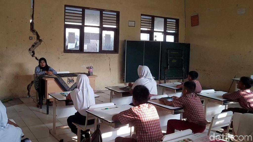 Was-was, 10 Murid SD di Serang Ujian Nasional Sambil Bertaruh Nyawa