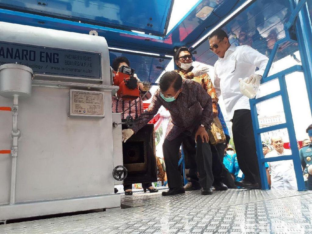 Wapres JK Pimpin Pemusnahan Sabu 2,6 Ton di Monas