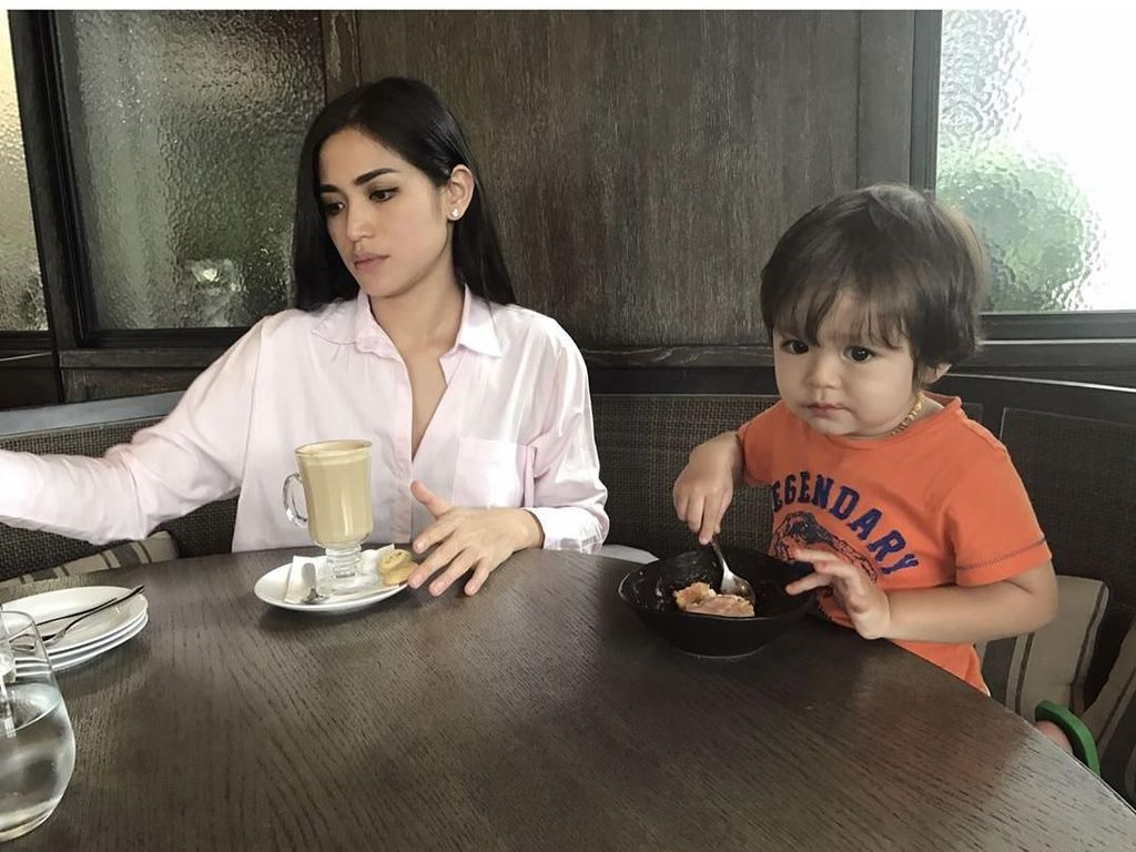Dievakuasi saat Gempa Lombok, Jessica Iskandar Beri Pengertian ke El