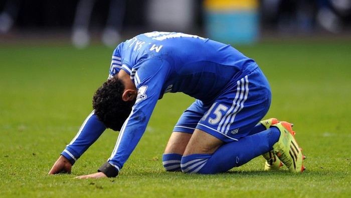 SWANSEA, WALES - APRIL 13:  Mohamed Salah of Chelsea reacts after a missed chance on goal during the Barclays Premier League match between Swansea City and Chelsea at Liberty Stadium on April 13, 2014 in Swansea, Wales.  (Photo by Chris Brunskill/Getty Images)