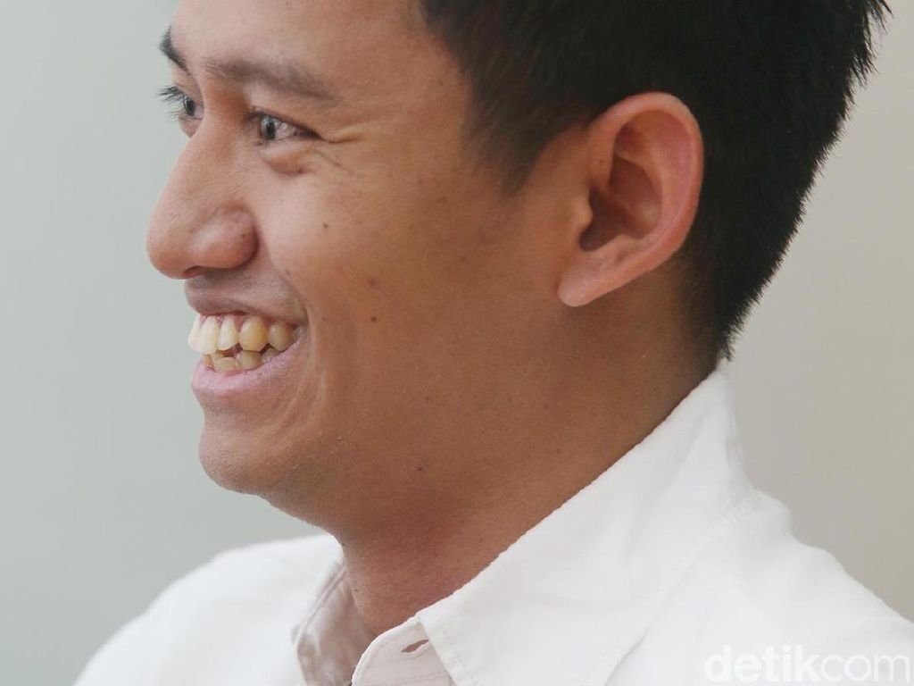Pesan Stafsus Milenial Presiden soal Corona: Setop Hangout Tak Penting