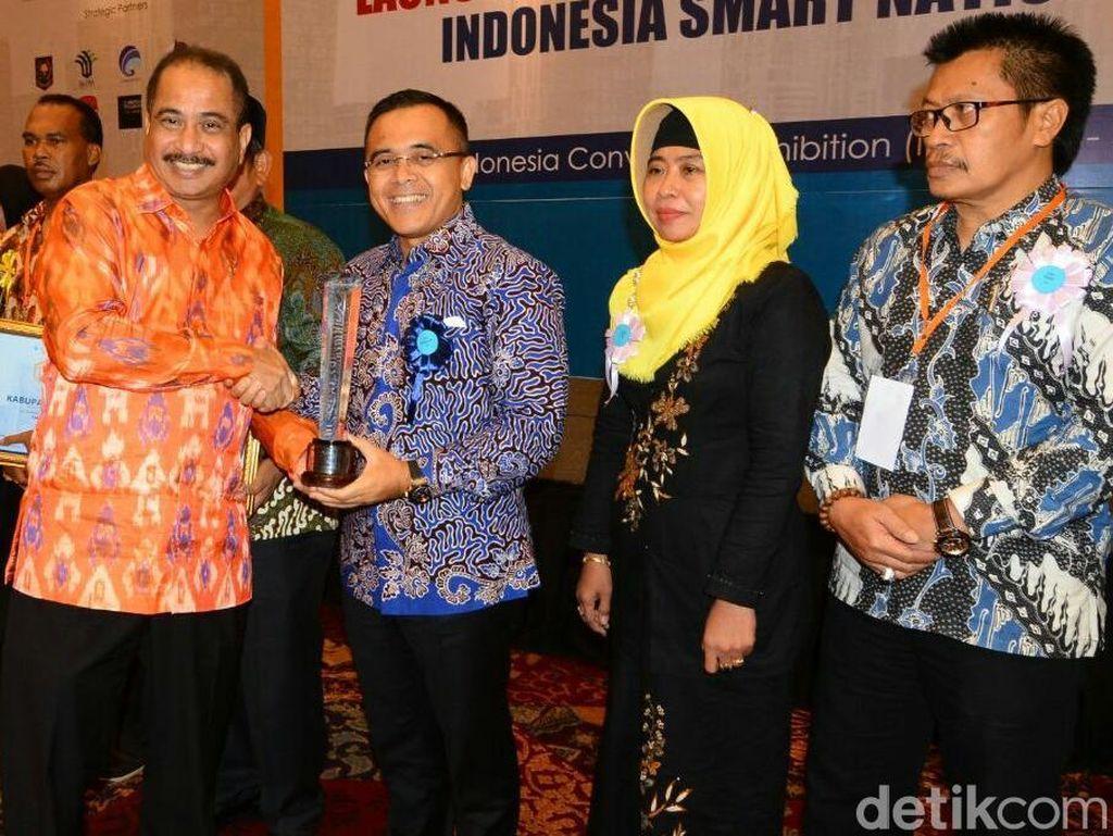 Permudah Layanan Publik, Banyuwangi Raih Indonesia Smart Nation Award