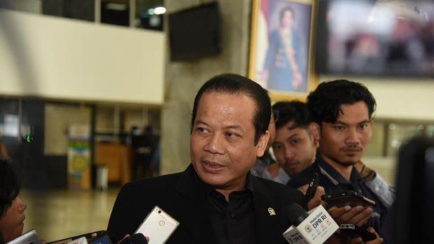 Taufik Kurniawan saat diwawancara di Gedung DPR.