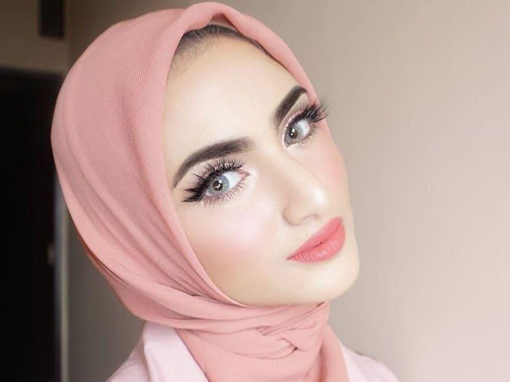 Deretan Selebgram Hijab Indonesia Berdarah Arab, Cantik Mirip Boneka