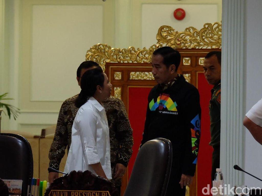 Saat Jokowi dan Rini Tampak Berbincang Serius