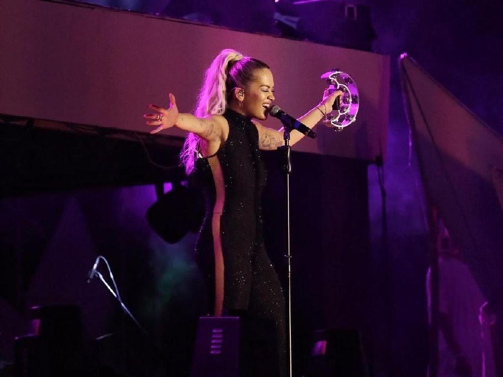 Tribute untuk Avicii dari Rita Ora di SHVR Ground Festival 2018